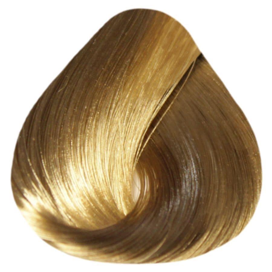 De Luxe Silver Крем-Краска Для Седых ВолосКраски для волос<br>Краска DE LUXE SILVER от ESTEL Professional подходит для тех  кто желает получить насыщенный цвет и полностью закрасить седину  Содержание в составе краски натуральных веществ и красящих микрочастиц гарантирует стойкий цвет даже после нескольких недель<br>Type: № 8/0 Светло-русый;