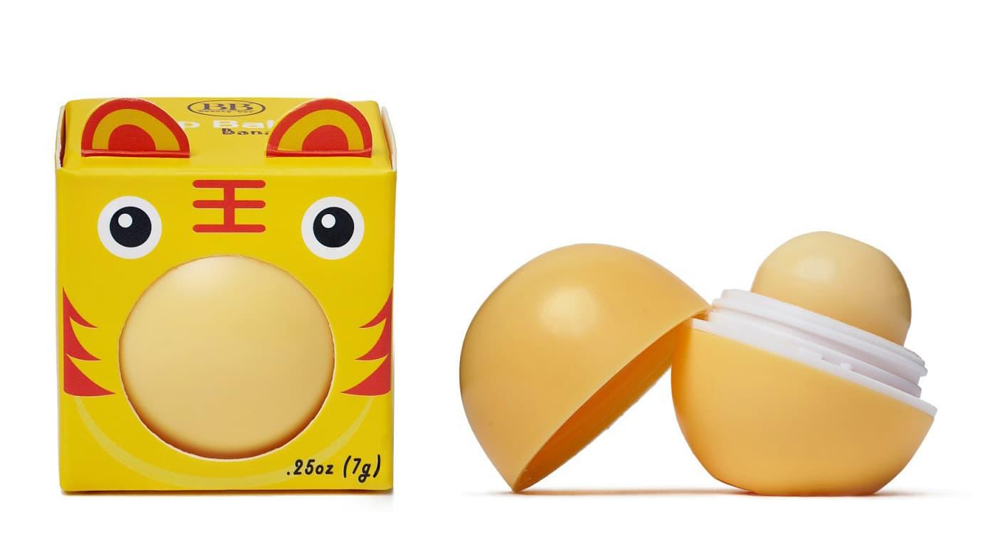 Бальзам Для Губ С Ароматом Банана КоробочкаУход за губами<br>Увлажняющий бальзам для губ  Богат натуральными увлажняющими маслами  Содержит в составе масла Ши  жожоба  витамин Е и натуральные масла  богатые антиоксидантами  Увлажняет и защищает губы  Обладает натуральным ароматом  На 95  состоит из органических веществ<br>