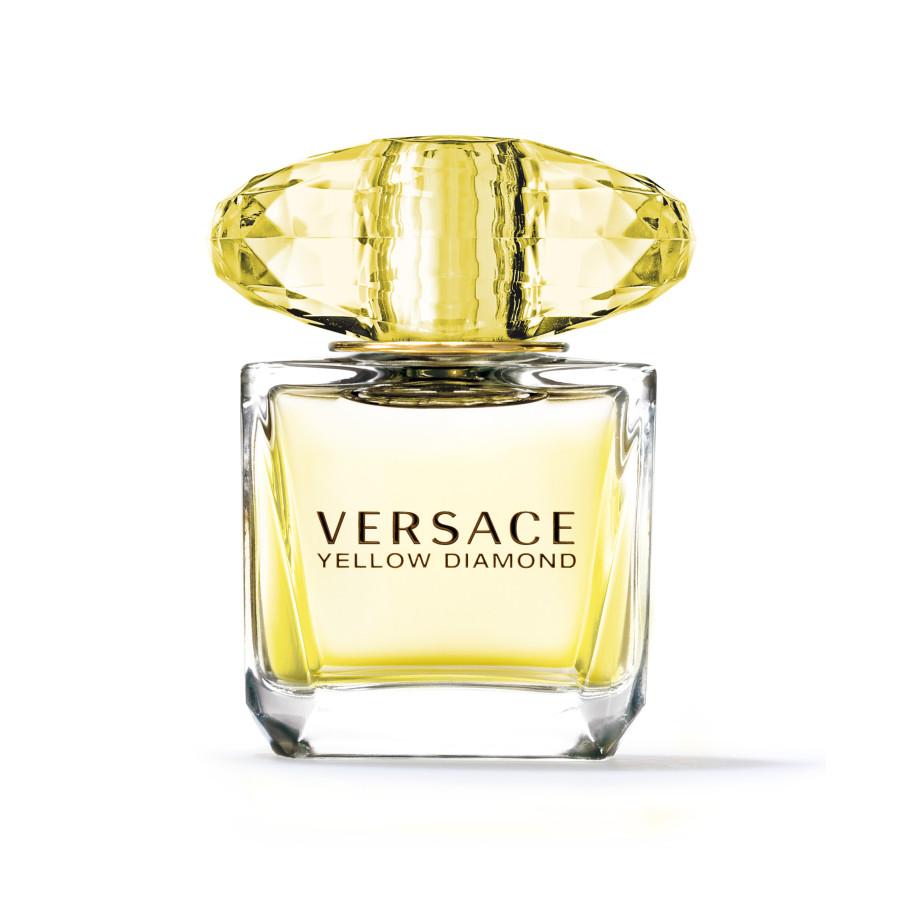 Versace Yellow Diamond Туалетная ВодаЖенская парфюмерия<br>Воплощение истинной роскоши и элегантности   аромат VERSACE Yellow Diamond всегда находится в центре внимания  Как и положено драгоценному камню  он очаровывает и восхищает  Продуманная до мелочей композиция VERSACE Yellow Diamond звучит гармонично и благородно  В ней нет ни одной лишней ноты  а каждое сочетание оттенков покоряет своей красотой и чувственностью  Аромат облачен в роскошный  виртуозно выполненный флакон изящного  солнечного оттенка  Ноты  Нероли  древесный аккорд  груша  амбра  бергамот  мускус  цитрусовый аккорд  цветок апельсина  фрезия<br>Type: 30 мл;
