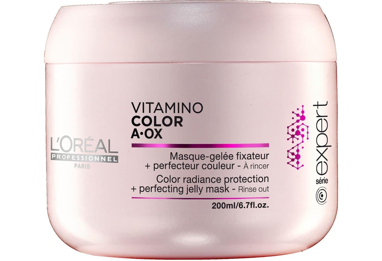 Vitamino Color Aox МаскаМаски<br>Маска-желе воздействует на кутикулу волоса  восстанавливает и выравнивает его поверхность  Мягко очищает  защищает окрашенные волосы  Система двойной защиты цвета  молекула Incell  антиокисляющая производная витамина Е  УФ -фильтр и производная магния  Волокно волоса укреплено вдвойне  оно лучше удерживает цвет  Восстановление и глянцевый блеск окрашенных волос за 1 минуту<br>Type: 200 мл;